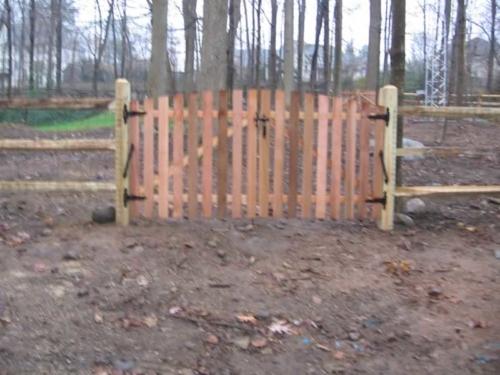 3 Rail Split Rail Fence with 1 x 4 Western Red Cedar Crowned Spaced Picket Gate